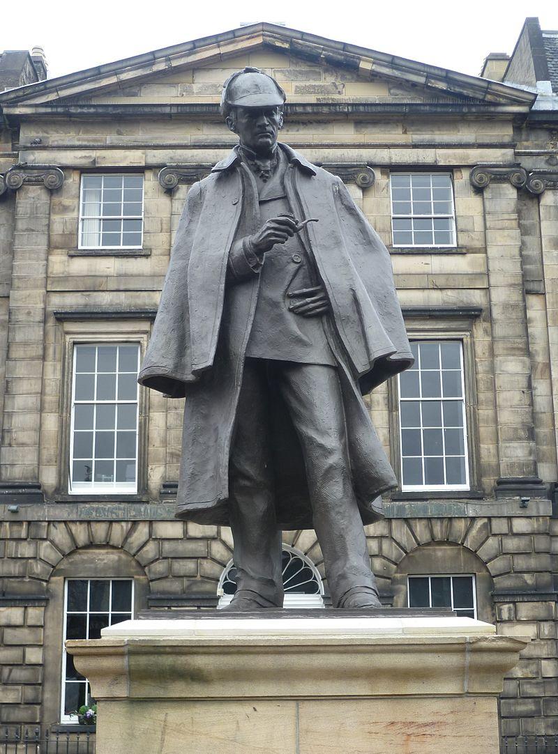 Памятник Холмсу в Эдинбурге