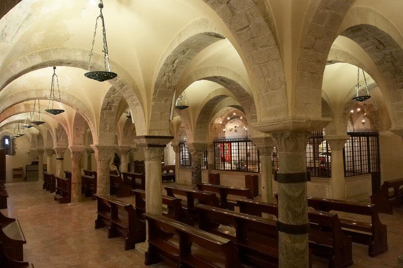 Крипта базилики в Бари