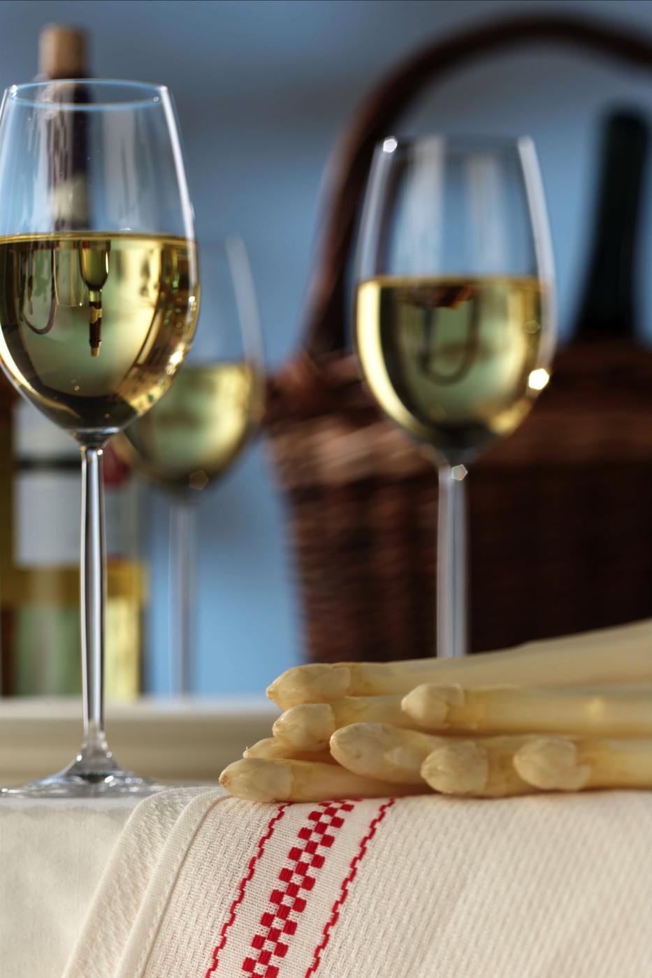 Спаржа и белое вино