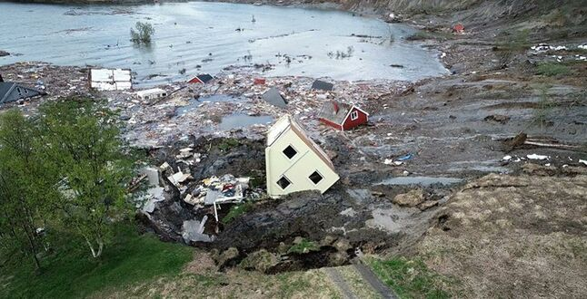 In Norway the landslide carried away in the sea of 8 houses ...